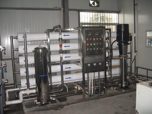 工业纯水设备维护人员进行清洁调整并每月更换或维修磨损的零件