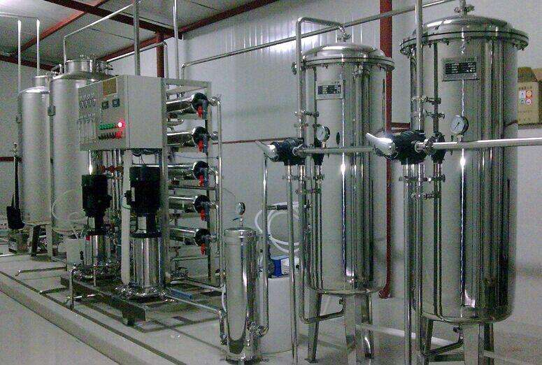 小型纯净水设备在很多行业中都得到了应用