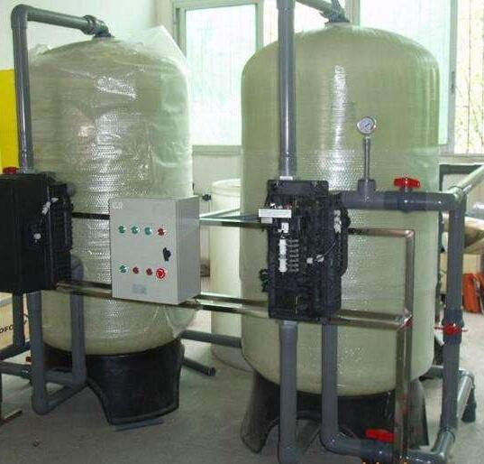 在使用软化水设备中,盐箱加盐也是一个应该注意的事项