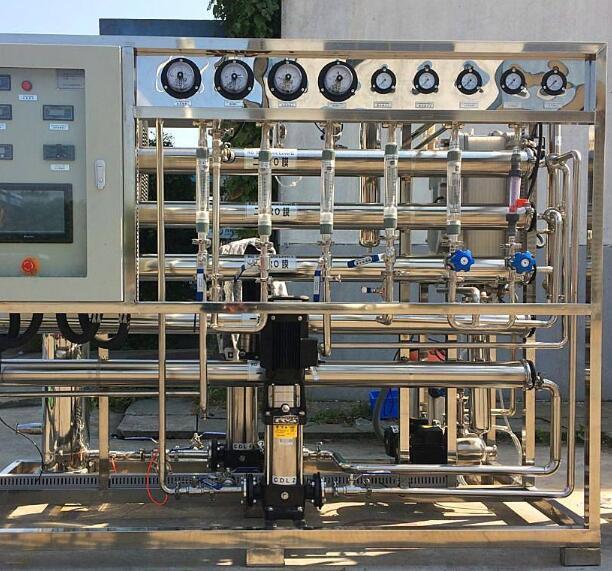 反渗透水处理设备因为它和自然渗透的方向相反,故称反渗透