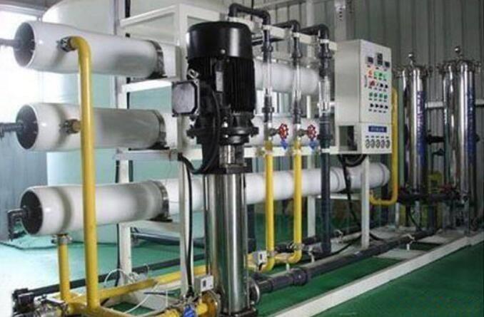 超纯水设备,简单来说就是生产纯水设备的设备