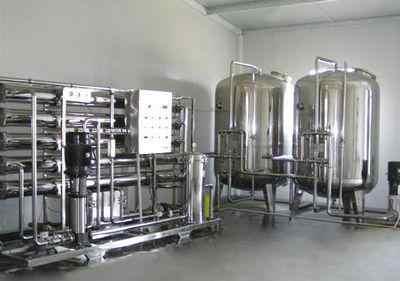 超纯水设备的主要技术是反渗透膜技术,它是以对水施加一些的压力