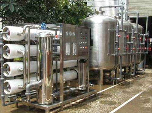 反渗透设备由原水预处理系统、反渗透纯化系统、超纯化后处理系统三部分组成