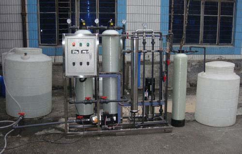 除了不同的工作原理外,超纯水设备和纯净水设备有很多不同的地方